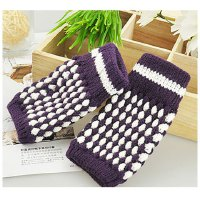 Stylish and Warm Ananas Pattern Design Gloves For Female